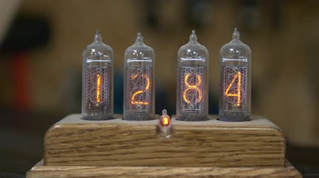 хронометр : Hand made clock with an old nixie tube clock and numerical counter