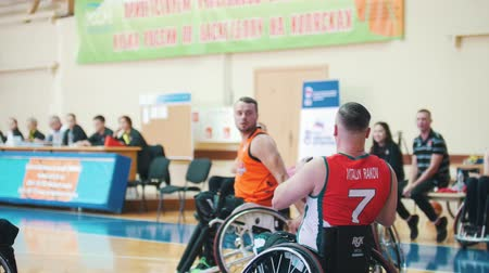 impaired : Kazan, Russia - 21 september 2018 - Disabled person takes a pass and throws the ball into the basket while playing basketball
