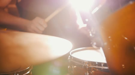 yüksek sesle : Drummer plays music in studio in a garage. Stok Video
