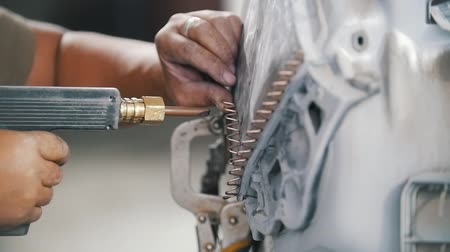 coisas : Car repair service. Close up shot of man working with connection. Stock Footage