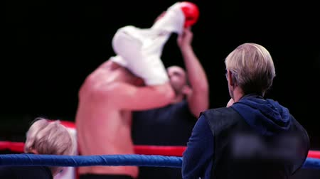逆境 : Blurred view of boxer on the ring