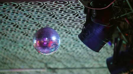 sel : Disco-ball rejecting the light