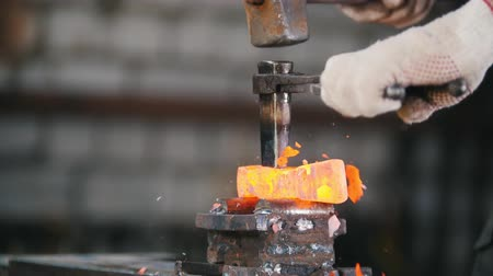 unir : Blacksmith workroom. Making a detail using a hammer and a chisel Stock Footage
