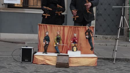 marionet : Performance. Puppets plays instruments on the little stage. Two men control the marionettes Stockvideo