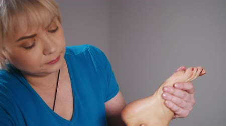 shaping : Massage session. A woman receiving a feet massage Stock Footage