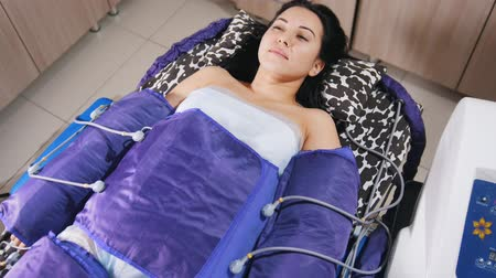recuperação : A young woman receiving massage. Hardware body massage