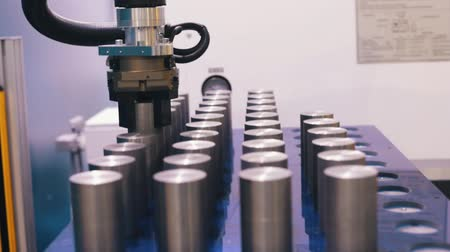 substituição : Industrial production. The CNC machine replaces the man in a large production Stock Footage