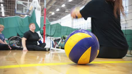 statečný : Sports for disabled people. Training people to hit the ball