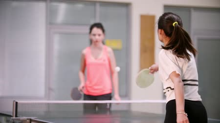 подача : Ping pong playing. Young woman with ponytail playing table tennis with her friend. Back view Стоковые видеозаписи