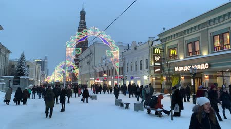 díszített : RUSSIA, KAZAN. 03-01-2019: people walking on the main decorated street
