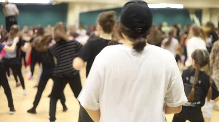 mob : Open dance lesson. Active group dances