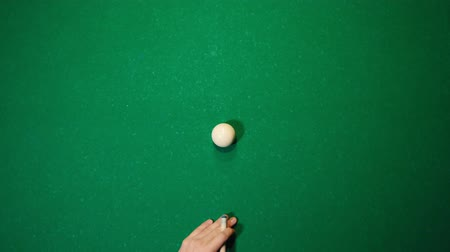 устроенный : Billiards club. A cue hitting the white ball Стоковые видеозаписи