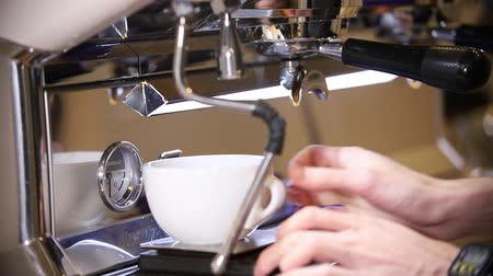 espressomachine : The process of making coffee cappuccino