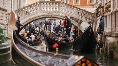kano : 29-04-2019 ITALY, VENICE: Excursions by the water channels on canoes