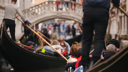 kano : 29-04-2019 ITALY, VENICE: Excursions by the water channels on canoes. Canoes staying and waiting for their turn to sail