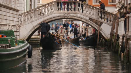 kano : 29-04-2019 ITALY, VENICE: Excursions by the water channels on canoes. Point of departure of canoes
