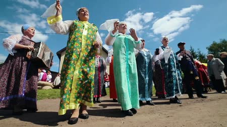 zsebkendő : RUSSIA, Nikolskoe village, Republic of Tatarstan 25-05-2019: A mature women in traditional clothes dancing and singing in a village by accordion music