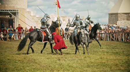 knightly : BULGAR, RUSSIA 11-08-2019: Knights having a battle on the field - the judge walking around and watching the battle- people watching the battle