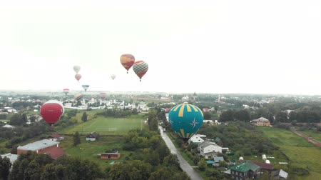 restaurálás : 18-07-2019 Suzdal, Russia: different air balloons are flying over the village - different inscriptions of brands on the balloons