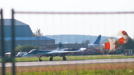 sierpien : 29 AUGUST 2019 MOSCOW, RUSSIA: A plane standing on the runway with open parachute