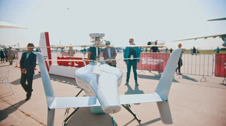экспозиция : 30 AUGUST 2019 MOSCOW, RUSSIA: An outdoors airplane exposition - military flying drone
