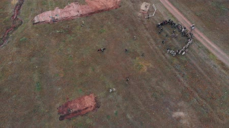 zbroja : RUSSIA, REPUBLIC OF TATARSTAN 30-09-2019: A reconstruction of military operations in Russia in 1917 - trenches and dugouts - people standing in the circle