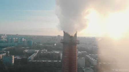 ısıtma : Air pollution problem - an industrial pipe pollutes the air in the city Stok Video