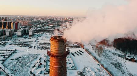 energetyka : Industrial theme - smoke coming out of a manufacturing pipe - atmospheric pollution of the city Wideo