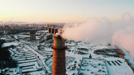 energetyka : Industrial theme - deep smoke coming out of a manufacturing pipe - atmospheric pollution of the city Wideo