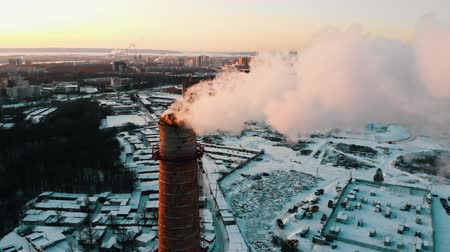 energetyka : Idustrial - smoke coming out of a manufacturing pipe - atmospheric pollution Wideo