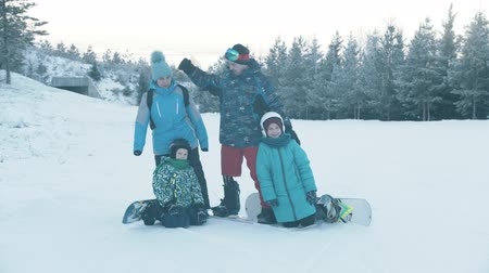 freeride : 14-12-19 RUSSIA, KAZAN: Family of four people snowboarding ourdoors Stock Footage