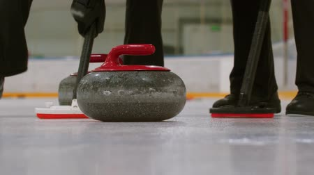 gránit : Curling training - a granite stone biter with red handle hitting another biter of opposite team Stock mozgókép