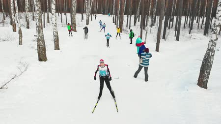 narciarz : RUSSIA, KAZAN 08-02-2020: Skiing competition for sportsmen in the snowy forest