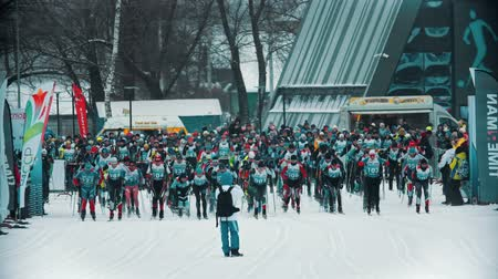 narciarz : RUSSIA, KAZAN 08-02-2020: Skiing competition - people sportsmen starting their competition