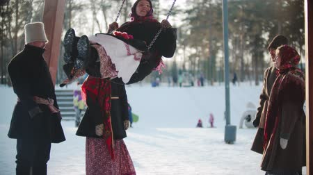 festividades : Russian folklore - Russian girl swinging and everyone is laughing