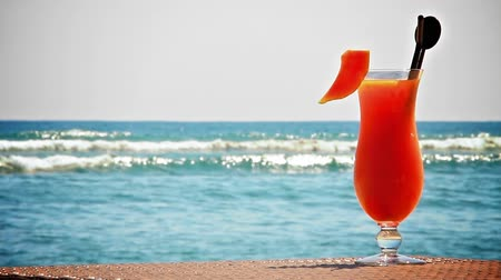 еда и питье : Fruit cocktail on the beach