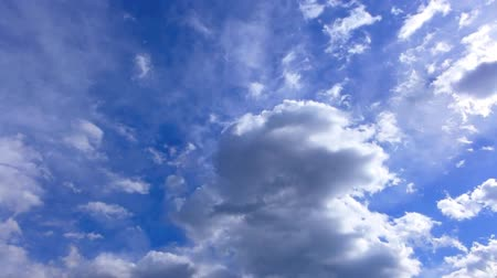 надеяться : blue sky with clouds