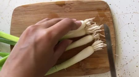 zeller : slicing green onions