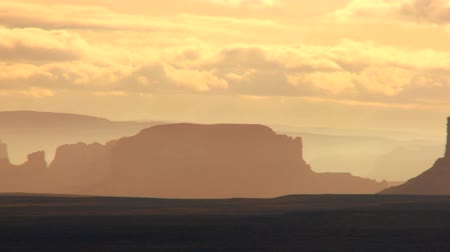 história : Panorama of famous sandstone rock formations at Monument Valley in early morning light