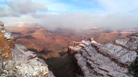 arenito : Scenic beauty of cliffs & canyons of the Grand Canyon with winter snow