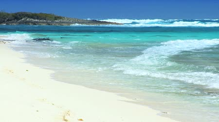 rejtekhely : Waves of beautiful blue ocean washing onto white sandy beach of a paradise island