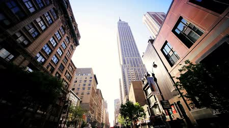 architektura : Point of View driving in Manhattan, New York towards the Empire State Building, North America, USA