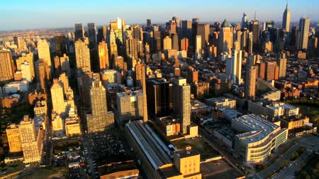 felhőkarcoló : Aerial view of Manhattans Iconic Skyscrapers and Apartments New York City, North America, USA