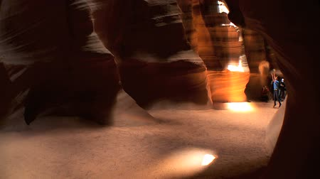 antilop : People viewing the famous sandstone rock formations in Antelope Canyon, Arizona