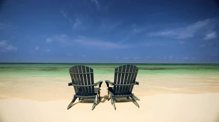 rejtekhely : Easy chairs on a luxury island inviting you to peaceful relaxion  on a white sand beach Stock mozgókép