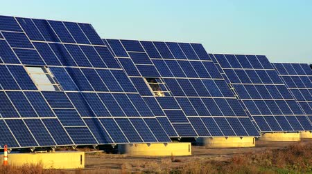 energia alternativa : Photovoltaic solar panels producing clean sustainable energy