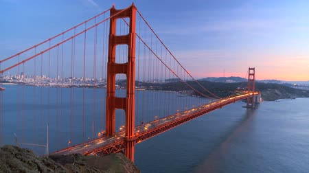 mosty : Time-lapse of traffic on Golden Gate Bridge, San Francisco at sunset Wideo