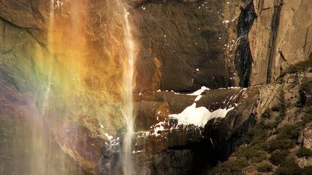 посетитель : Rainbow colours from waterfall in Yosemite National Park