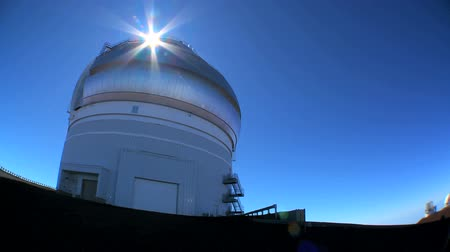 nowoczesne technologie : Astronomy telescope in elevated barren location