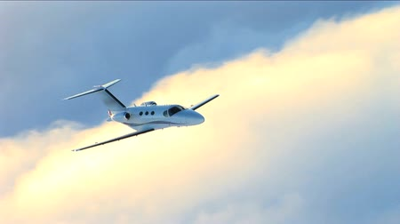 executivo : Air to air luxury corporate jet being used for modern business travel Vídeos